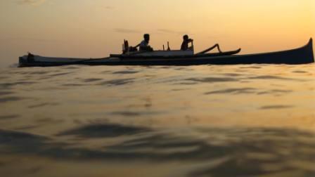 Bateau de plongeurs dans les eaux de Taka Bonerate