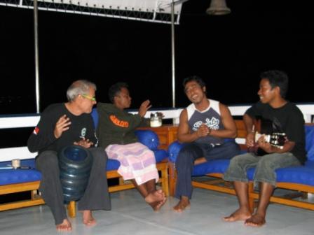 Détente après plongée sur le Paisubatu II